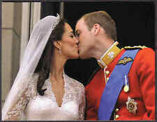 PRINCE WILLIAM CATHERINE FIRST KISS BALCONY ROYAL WEDDING MODERN POSTCARD