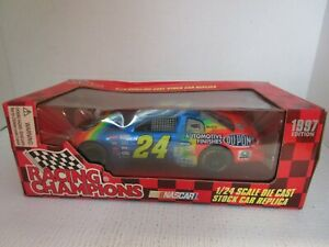Jeff Gordon Racing Champions 1997 Edition 1/24 Scale NASCAR Die Cast Car NEW