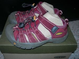Keen Youth Newport H2 Sandals Beet Red Size 1 EUC