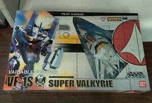 Bandai Macross 1/55 Scale VF-1S Super Valkyrie Hikaru Ichijo Robotech