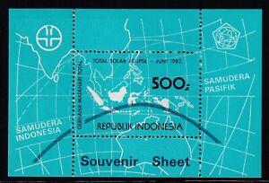 Indonesia Scott 1198 XF MNH 1983 500r Total Solar Eclipse Souvenir Sheet
