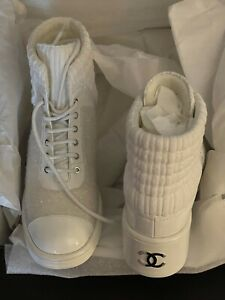 Authentic Chanel Combat Boots CC Logo Lace Up Tweed/Patent Leather White 39.5