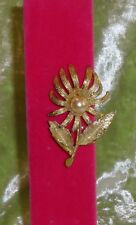 BROOCH GOLD FLOWER WITH A PEARL