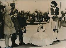 NUREMBERG 1957 - Jouet Automate Poupée K. Arnold et Co - Photo de Presse