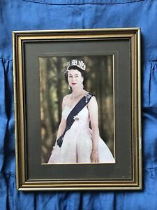 Picture Of The Queen Elizabeth II Gold Frame