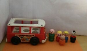 VINTAGE FISHER PRICE 1969 MINI BUS WITH 4 LITTLE PEOPLE & A DOG