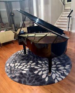 baby grand piano Yahama black