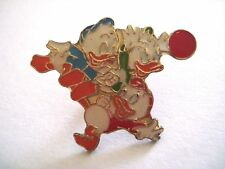 PINS RARE VINTAGE FAMILLE DONALD DUCK FOOT FOOTBALL SPORT CARTOON wxc 31