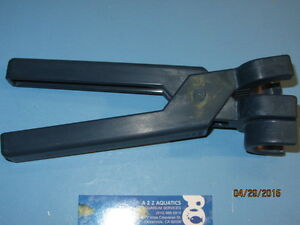 """LOC-LINE 3/4"""" ASSEMBLY PLIERS for FLEXIBLE BALL-SOCKET JOINT TUBING"""
