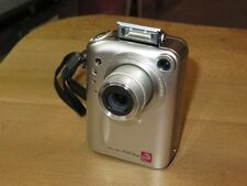 Fujifilm FinePix F Series F601 Zoom 3.1 MP - Digital Camara - Plateado