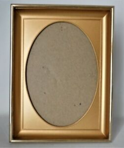 """Metal Frame with Oval Gold Mat and Glass - Opening For 5"""" x 7"""" Picture Goldtone"""