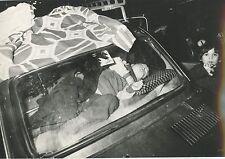 CARTE POSTALE PHOTO MICHEL GINIES ITALIE NAPLES TREMBLEMENT DE TERRE 1980