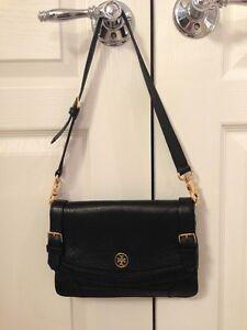 NWOT AUTHENTIC TORY BURCH Robinson Clutch Shoulder Handbag Black Pebbled Leather