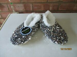 Snoozies! Slippers Bling Sequins - Silver - Size Small 3/4  – New