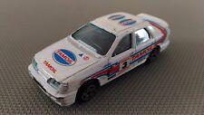 Voiture Miniature Burago « Ford Sierra » 1/43 En Bon Etat.