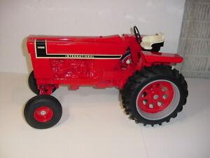 1/8 International 1466 Black Stripe Wide Front Tractor by Scale Models W/Box!