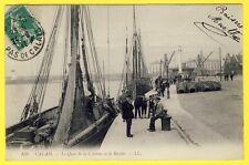 cpa 62 - CALAIS Le QUAI de la COLONNE et le BASSIN BATEAUX de Pêche MARINS