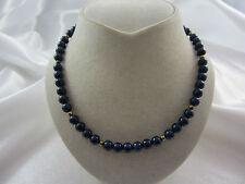 Zarte Kette aus Lapis Lazuli mit Schließe & Elemente aus Silber vergoldet