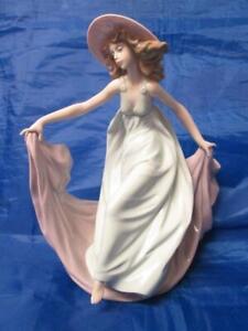 """Lladro figurine  """"Tela al Viento Rosa"""" May Dance Jose Puche  #5662 Retired 2005"""