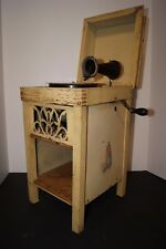 ANTIQUE CHILDS HAND CRANK PHONOGRAPH RECORD PLAYER IN WORKING CONDITION.