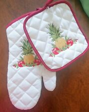 New listing Colonial Williamsburg Potholder and Mitt Set; White with Pineapple & Apple decor