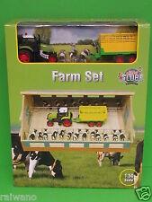 1:50 Kids Globe 610004 Bauernhof Set Kuhstall mit 8 Kühen und Traktorzug