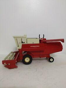 International Harvester Hydrostatic Combine 15 inch Ertl