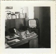 PHOTO ANCIENNE - VINTAGE SNAPSHOT - BUREAU ÉCRITURE TÉLÉVISION TV - DESK WRITING