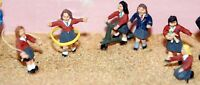 Girls playing toys F178p PAINTED OO Scale Langley Models People Figures 1/76