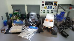 1/24 White Out Monster Truck Conversion Kit With Wheels For Axial Scx24