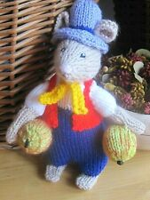 A SUPER HAND KNITTED COUNTRY APPLE ORCHARD MOUSE. 7 INCHES TALL.
