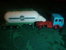 HO Plastic Tractor Trailer Tank Truck. Schmidt Heilbronn with 2 figures