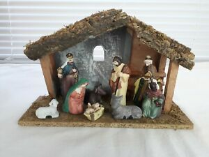 Nativity Stable and Porcelain Figures Handpainted Christmas Decoration