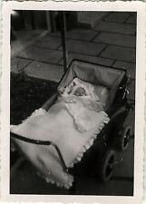 PHOTO ANCIENNE - VINTAGE SNAPSHOT - ENFANT BÉBÉ LANDAU SOMMEIL - BABY CARRIAGE