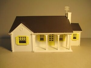 VINTAGE PLASTICVILLE NEW ENGLAND RANCHER (MH-2), WHITE/BROWN/YELLOW, WITH BOX