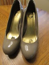 G By Guess Pump Heels Size 10M Tan/Nude Good Condition