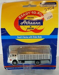 HO SCALE  ATHEARN FORD C SERIES WITH STAKE BODY WHITE PACIFIC FRUIT EXPRESS NOS