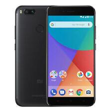 Téléphones mobiles noirs en navigation web Android