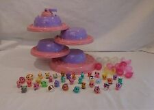 SQUINKIES Palace Surprise Tower Cake Display Holder Playset Bubbles Toys