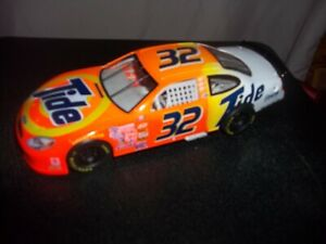 1999 Mattel #32 Tide MATTEL NASCAR Hotwheels Ford Taurus Race Car