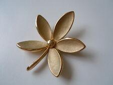 Massive Modeschmuck Brosche Blume von TRIFARI 26,1 g/5,8 x 4,7 cm
