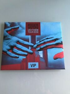 """Roger Waters Us+Them 2018 Tour VIP Printed Wallet with 4 ,8""""x10""""photographs RARE"""