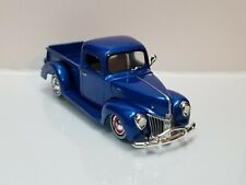 1940 40 Ford Pickup Truck Collectible 1:64 Scale Diecast Diorama Model