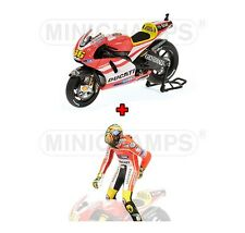 1:12 Minichamps Ducati GP11 + Figure Pulling on Pants 2011 Valentino Rossi NEW