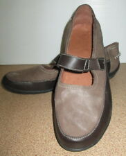 Ladies Classic size 9 USA Leather Slip On Shoes Flat Heel Casual Shoe