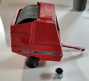 CASE IH TOY #8465 BALER, 1/16, VINTAGE, WITH ROUND BALE, PERFECT CONDITION