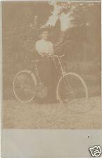 Fotografia antica - Donna a bicicletta ( i 3313)