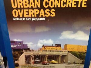 Walthers  cornerstone HO concrete urban overpass kit
