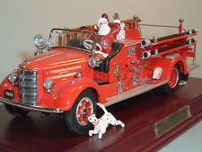 FIRE ENGINE MACK PUMPER 1948 FIRE ENGINE FRANKLIN MINT 1:32 WITH SANTA & DISPLAY