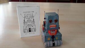 MS371 Retro Tin Robot NEW Windup Vintage reproduction Robot Tank